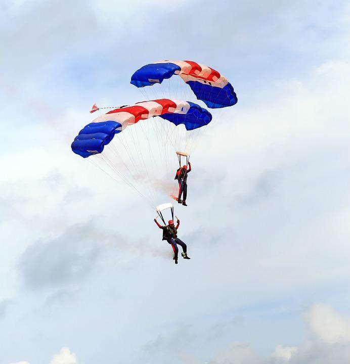 skydiving-1238276_960_720